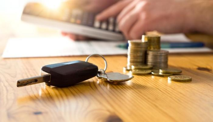 car keys and money saved possible by lowering a car payment